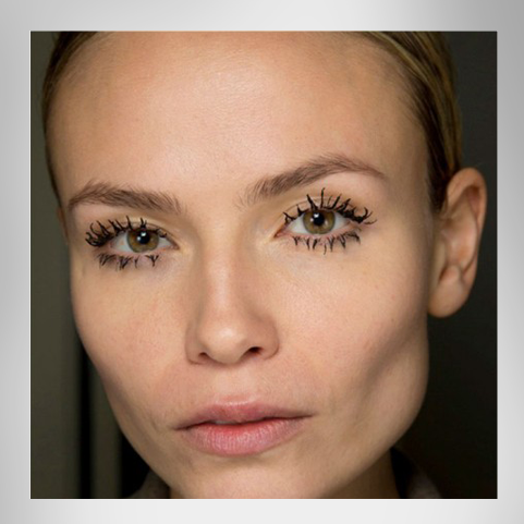 Prada-Fashion-Week-AW-14-15-Wimpern-Lashes-Fliegenbein-spider