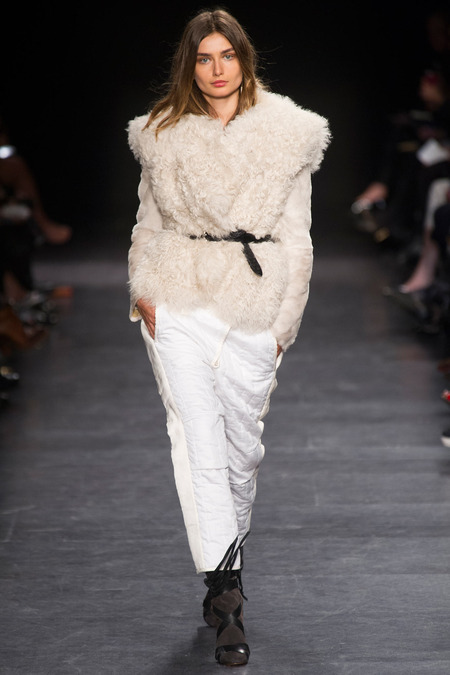 Trend-Pluesch-Taillenguertel-Isabel-Marant-Fashion-Week-Paris